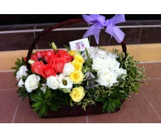 BK10 TWO TONE COLOUR ROSES MIXED FLOWER BASKET