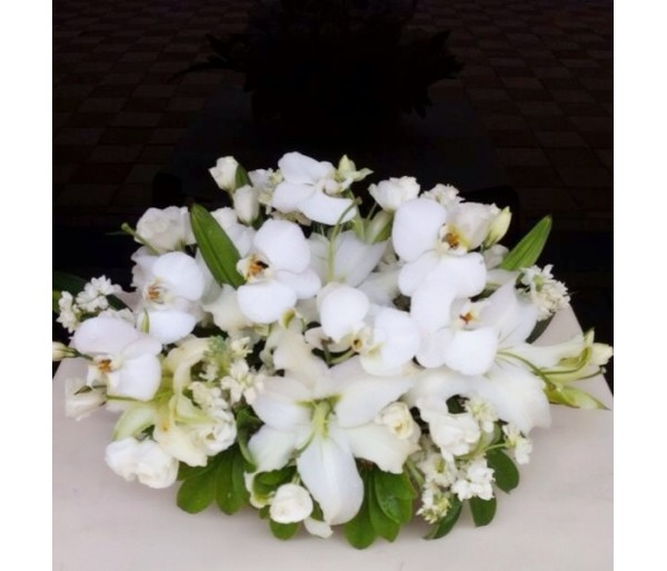 C2 WHITE LILIES CONDOLENCE TABLE FLOWER