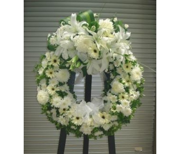 C3 WHITE MIXED FLOWERS CONDOLENCE WREATH IN ROUND
