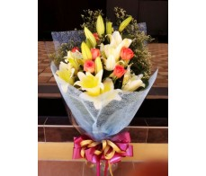 F13 YELLOW LILIES WITH 6 PINK ROSES BOUQUET