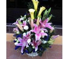 T31 RED LILIES WITH CALLA LILIES TABLE FLOWER